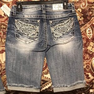 Miss me jeans mid rise wings Bermuda size 26